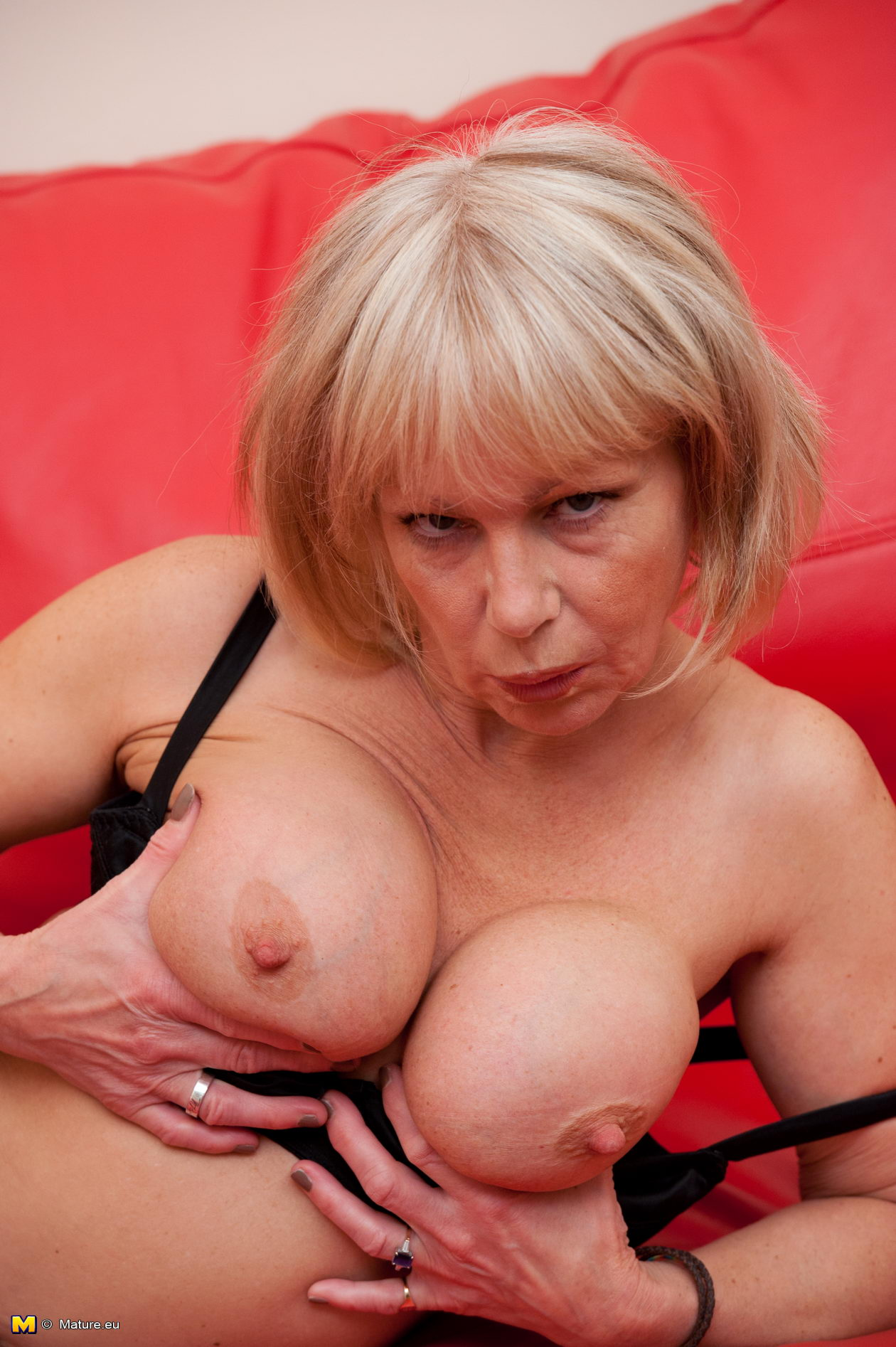 British milf jane bond frigs her fanny in the study 8